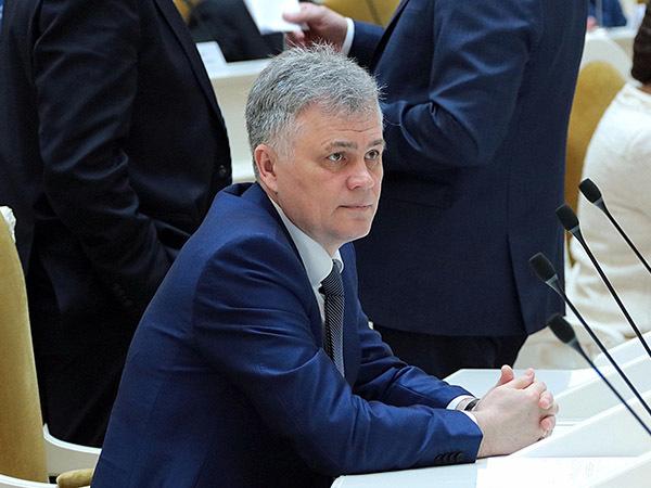 В петербургской «Единой России» меняют топ-менеджера. Бывший чиновник Смольного сдал пост военному