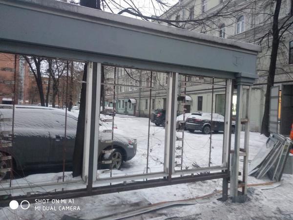 Второй рекламный щит на Невском демонтировали после падения первого