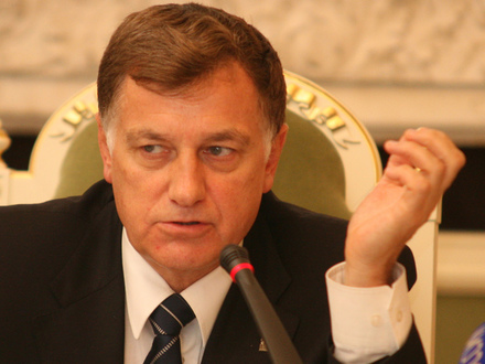 Как «Единая Россия» сказала «слава Макарову»