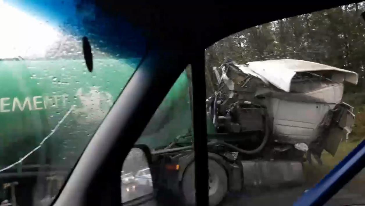 Скриншот видео из группы «ДТП и ЧП | Санкт-Петербург» / vk.com/spb_today