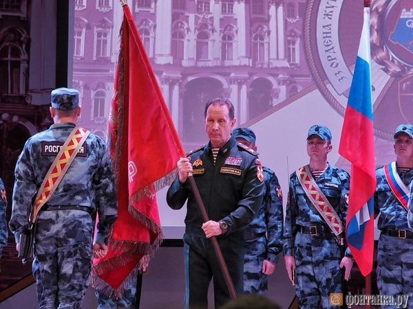 Глава Росгвардии Золотов пришёл в часть под Петербургом с кумачом НКВД. Ему понравились экскурсоводы
