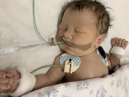 Трёхдневному Ярославу срочно требуется операция на сердце