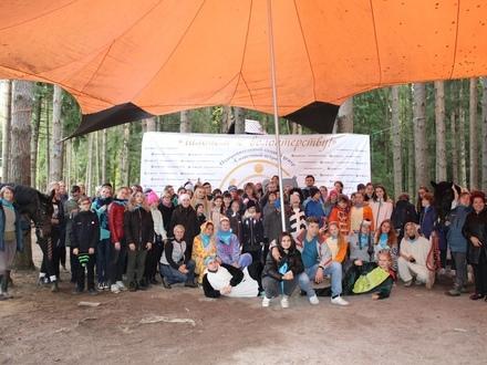 Галопом к волонтёрству. Более 100 молодых людей прошли в конном центре подготовку к работе с особенными людьми