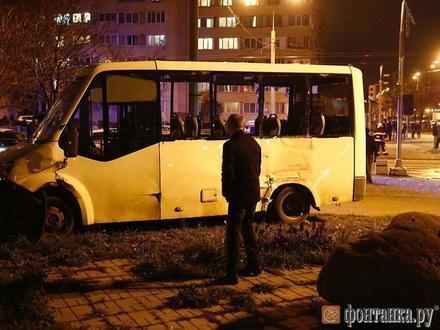 «Человеческий фактор, и такое бывает». Лихая маршрутка на Десантников не проскочила перед трамваем, но пролетела мимо уголовного дела