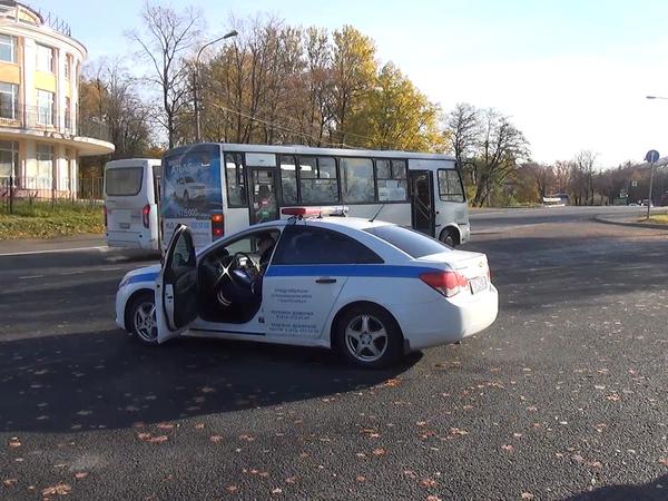 На фоне споров о маршрутках полиция проверила автобусы в отдельно взятом районе. Неисправных – половина