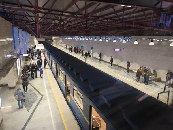 Как открыть три новые станции и выйти сухим из метро