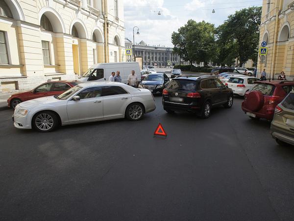 «Хлам. Не работает оно»: водители жалуются на новое приложение для оформления ДТП