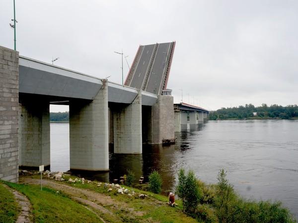 Два дня из Свири в Неву: Ладожский мост утром разведут для «Апостола Андрея»