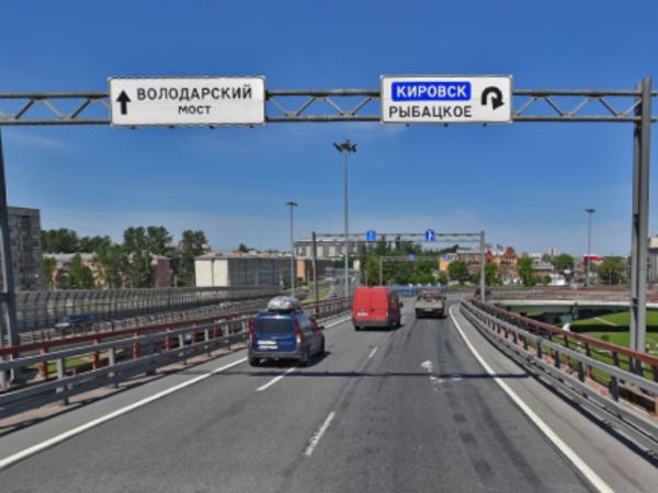 На развязке КАД с Обуховской Обороны на неделю закрыт съезд к метро «Рыбацкое»