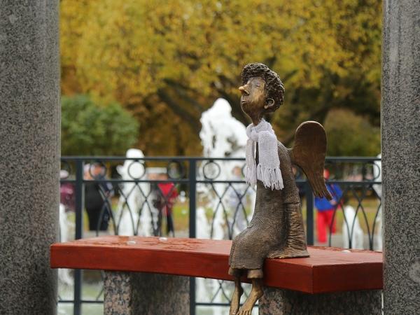 Босоногого ангела вернули в Любашинский парк. Он готов к холодам и любви
