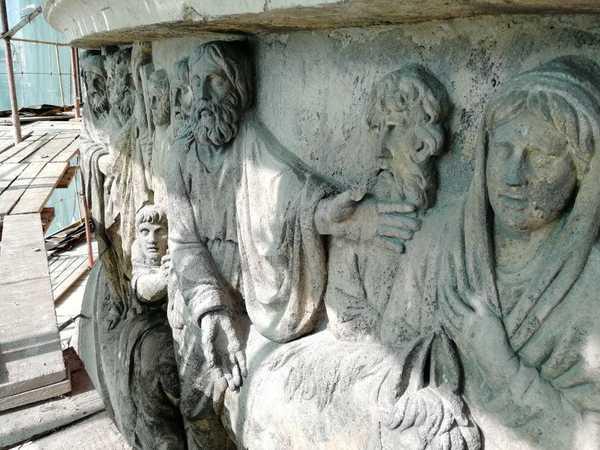 Казанский собор обернули в защитную пленку. Реставрация восточного фасада вышла на финишную прямую