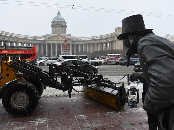 Как будут убирать улицы Петербурга от снега. Новый глава комблага рассказал о реагентах и перекрытиях