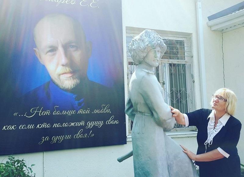 Памятник Евгению Пономареву в Белореченске. Памятник делали в Петербурге
