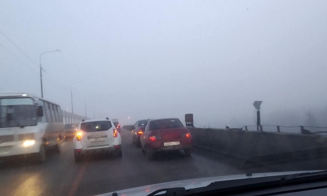 Утреннее ДТП на путепроводе в Скачках.