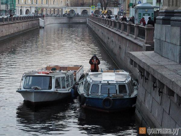 Петербургские судовладельцы продлили лето. Прогулки по рекам и каналам продолжились после закрытия навигации
