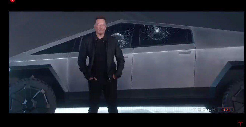 Кадр из видео Tesla в YouTube