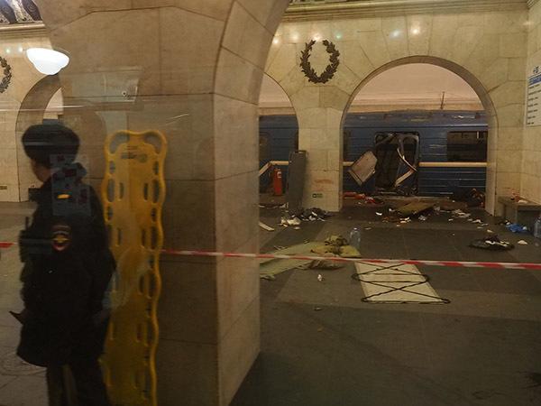 Взрыв в метро попал на видео. Вагон смерти на «Технологическом» встретили буднично