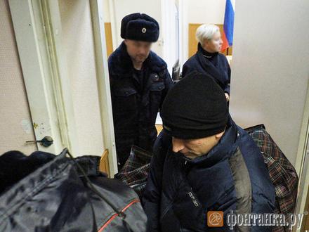 «Я этому журналисту башку разобью». Полицейские архангелы дилера Понеделко снова стали хозяевами Дзержинского суда