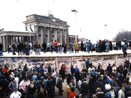 «Это я свалил Берлинскую стену». Фотожурналист Александр Коряков о последних днях ГДР