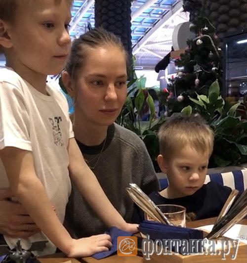 Полина Соболь с сыновьями