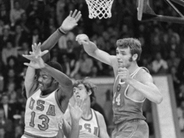 «Если бы не баскетбол, он умер бы раньше». Александр Белов — герой трех секунд, ушедший в 26 лет