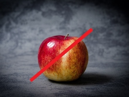 Финляндия вводит запрет на ввоз овощей и фруктов из России. Не пропустят даже с яблоком, но простят банан