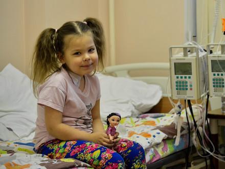 Маленькой Яне срочно нужны лекарства для борьбы с лейкозом