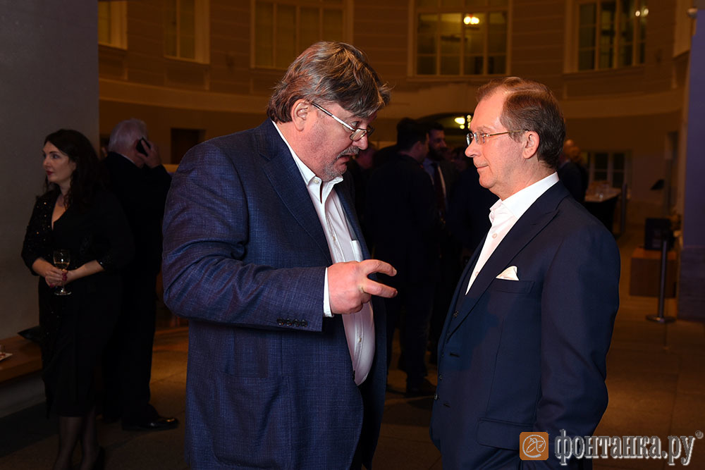 глава Агентства журналистских расследований, писатель Андрей Констнатинов и Виктор Шкулёв