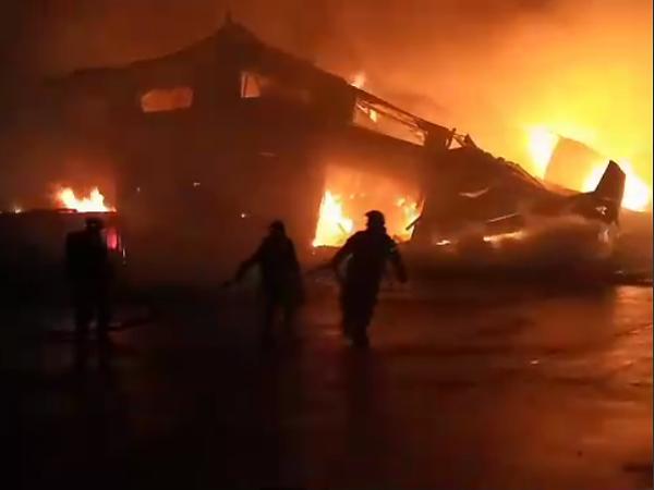 Пожар на улице Салова, 53/1 / скриншот видео