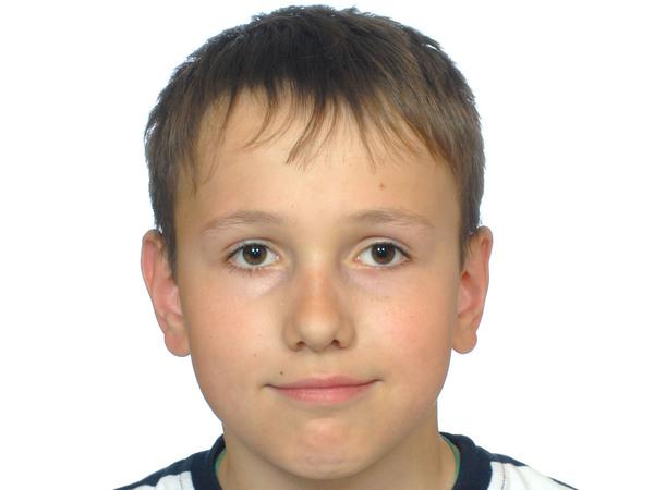 12-летнему Владику требуется операция, чтобы снова встать на ноги