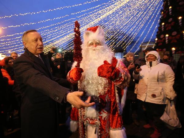 «А мы и не знали, что здесь такая прелесть». Как Александр Беглов открыл главную рождественскую ярмарку
