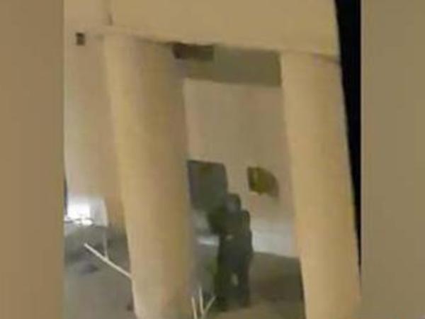 «Фонтанка» публикует видео очевидца, на котором ранен или убит один из предполагаемых нападавших на здание ФСБ в Москве