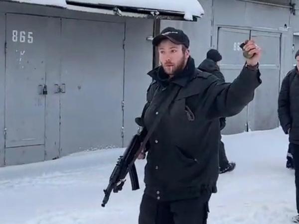 Болгарки против гранаты. Владельцы гаражей на Мебельной встретили чиновников Смольного с оружием в руках