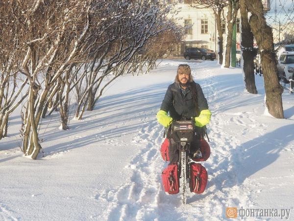 Таец на велосипеде едет в Норвегию. «Фонтанка» встретила путешественника-экстремала в Петербурге