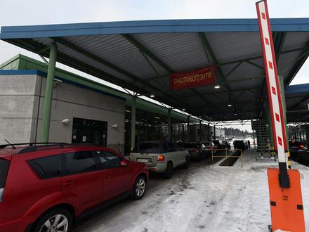 Как не попасть в пробку на финской границе? Пограничники назвали дни, когда новогодние очереди неизбежны