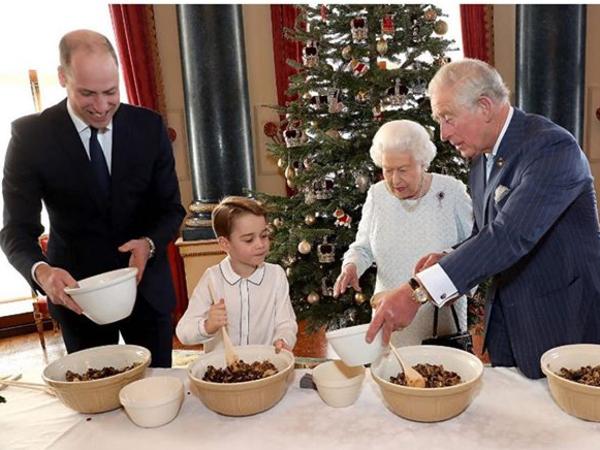 Посмотрите, как встречала Рождество королевская семья: Елизавета II вспомнила про Вторую мировую, юных наследников вывели в свет