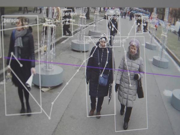 Рождественская ярмарка с распознаванием лиц: Как Большой брат следит за петербуржцами на Манежной
