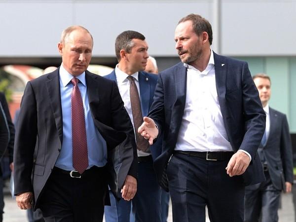 Владимир Путин и Аркадий Волож/пресс-служба президента РФ