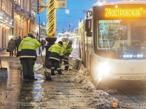 Уборка снега убежала от бюджета. Смольный выбирает подрядчиков на первое полугодие 2020 года