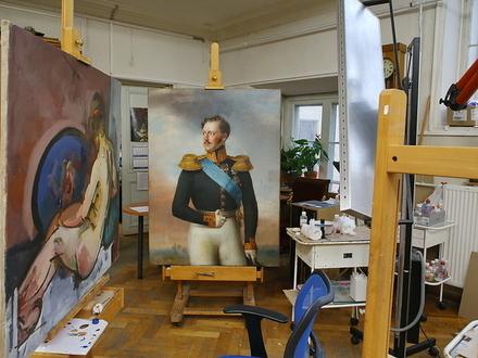 «К счастью, реставратор работал в выходной». В Русском музее течет, пострадали император и «Чудеса Богородицы»