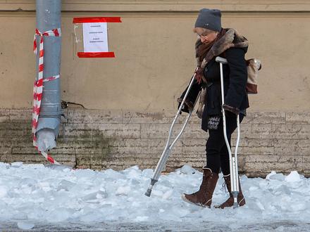 Поскользнулся, очнулся,  500 тысяч: как в Петербурге выбить деньги из нерадивых уборщиков снега и льда