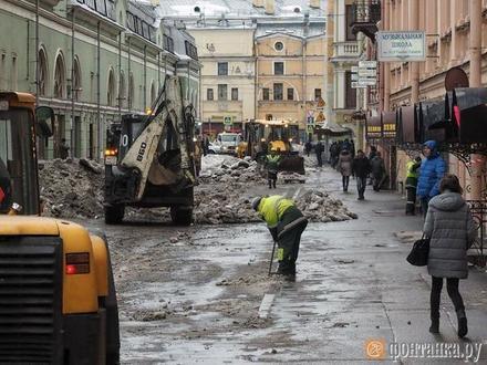 """Фото дня: после публикации """"Фонтанки"""" Думскую стали приводить в порядок"""