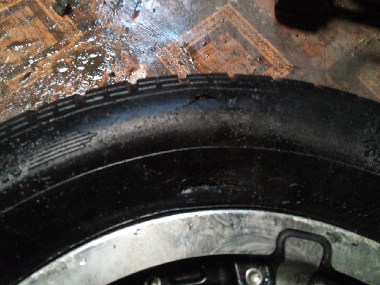 cba2e3a139649 Оттепель в Петербурге обнажила не только асфальт, но и ямы. Десятки  водителей пробили колеса