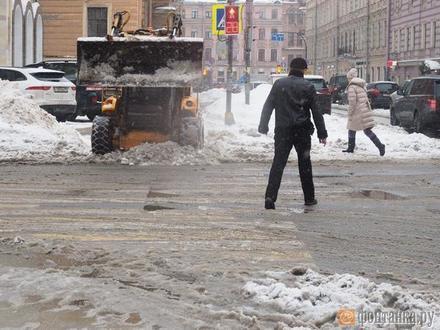 Весны не будет. Смольный отказывается от первой корректировки бюджета в году, на которую рассчитывали снегоуборщики и жилищники