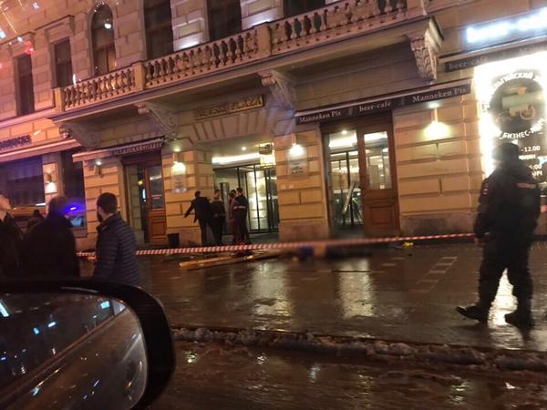 Водитель BMW X6, убившей двоих на Невском, имеет за 50 штрафов от ГИБДД. А летел он из бара на Думской