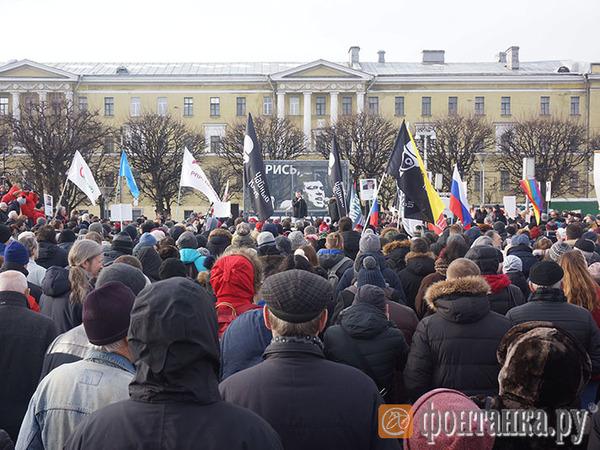 На площади Ленина завершился митинг памяти Бориса Немцова. Участники не сошлись в некоторых лозунгах