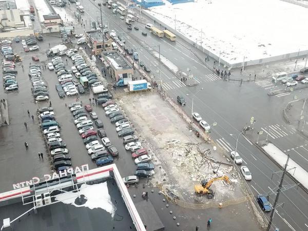 «Парнас» стал второй «Сенной». Смольный снова сносит торговые павильоны на севере Петербурга
