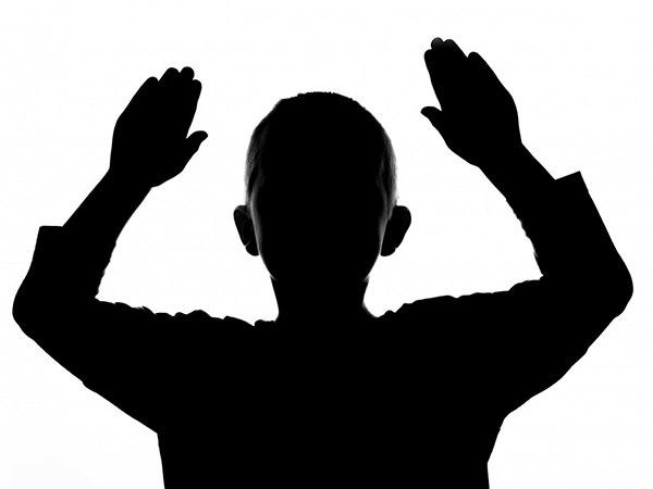 Нацистские приветствия и белый порошок. Кого ищут за самосуд над 13-летним мальчиком, тронувшим дочку особо опасного рецидивиста