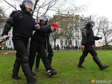Авторитетные сторонники Навального заплатят за испорченный газон. В Петербурге придумали, как еще наказать организаторов митингов