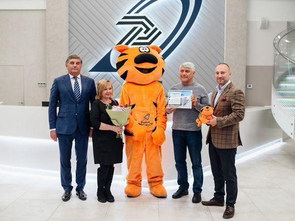 В Группе «Эталон» поздравили 1000-го покупателя с начала с 2019 года